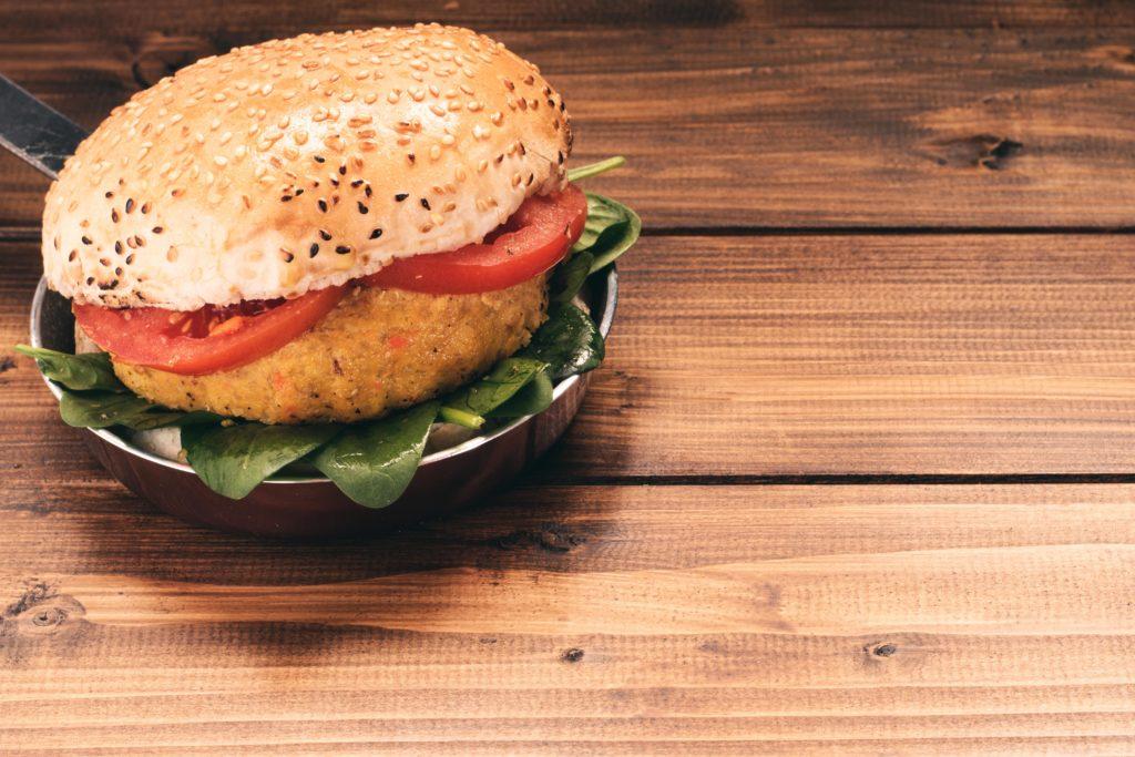 Panino-burger-farro-peperoni-e-quinoa-Asiago-Food