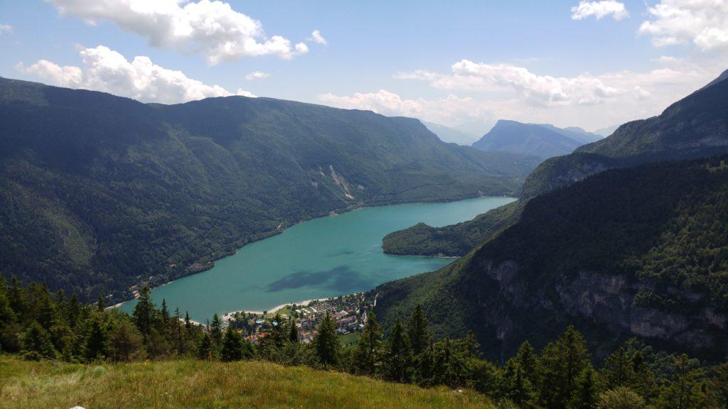 Raccolta-funghi-lago-di-Molveno
