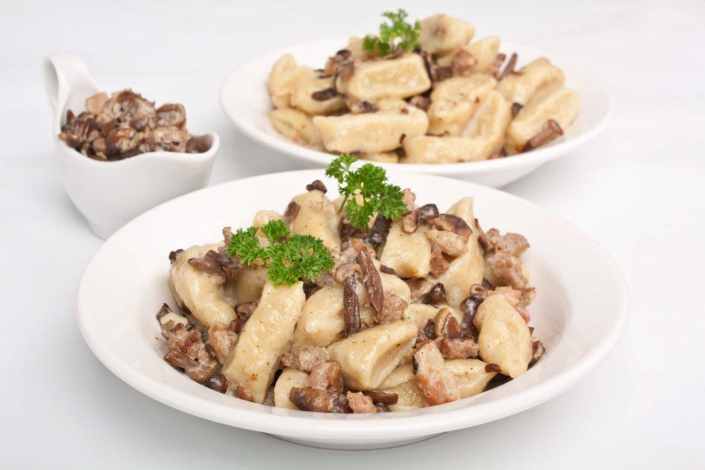 gnocchi_panna_salsiccia_funghi_porcini_secchi